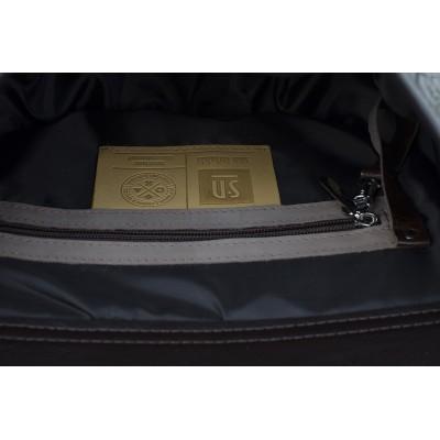 skórzana torebka w środku