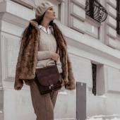Cześć, nazywam się Clyde! 😊 To mnie widzicie na ramieniu @agabil1 🤩 Chciałem się jeszcze Wam z bliska pokazać, bo było sporo o mnie pytań 😉 Mimo mi, że tak Wam wpadłem w oko.   Jestem dzisiaj OSTATNI dzień na promocji -20%! Zapraszam do sklepu online, link w BIO   #slontorbalski #skorzanatorba #ootd #fashionstyle #fashioninspiration #skorzanatorba #skorzanatorebka #listonoszka #torebkaskórzana #zimowastylizacja #modnapolka #trendy #zima2021 #outfit #styleinspiration #parisianstyle #parisianlifestyle #brązowatorebka #brownbag #madeincracow #madeinpoland #uszytewpolsce #wspierampolskiemarki #polskamarka #beautifulwomen #kobieta #kobietaszczęśliwa #kobietazklasa #luty