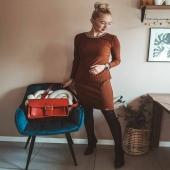 """MAMY DLA WAS PREZENT ⬇️   Coraz bliżej #WIOSNA i #DZIENKOBIET 🌺 Zgadzamy się z @joanna_majj że czas wskakiwac w sukienki, a na ramię oczywiście polecamy nasze słoniowe torebki ❤ Na stories premiera nowej kolekcji """"Powiew wiosny"""" 🌺 Zobaczcie pierwsze, nowe modele.  A na zdjęciu personalizowany Boston w klasycznym, czerwonym kolorze.   ➡️ UWAGA  z okazji Dnia Kobiet mamy dla Was DODATKOWY kod rabatowy na 50zl o treści """"DZIENKOBIET2021"""". Kod łączy się z obowiązującą promocją, więc to super okazja na nowego Słonia! Kod należy wpisać w koszyku zamówienia.   Zapraszamy do sklepu online LINK W BIO ➡️ www.slontorbalski.pl  #torba #dressoutfit #torbaskórzana #personalizacja #personalizowanatorebka #pomyslnaprezent #leatherbag #torebkazeskory #torebkaskórzana #torbanaramię #slontorbalski #madeincracow #madeinpoland #handmade #polskamarka #rekodzielo #recznierobione #modnatorebka #modnapolka  #skorzanatorba #redbag #leather #modnylook  #fashion #casualoutfit #baglover #oodt  #czerwonatorebka"""