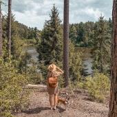 Plecak Teofila razem z @miss.kolczi w trakcie wakacyjnej wędrówki ❤   Takie zdjęcia są najlepszym dowodem na to, że Słoniki sprawdzają się również w podróży ❤   Słoniofanki koniecznie zajrzyjcie do sklepu online - zwiększyliśmy ilość torebek skórzanych na letniej wyprzedaży aż do -50%!   #plecak #leatherbag #summervibes #lato2021 #oodt #plecakskórzany #skórzanyplecak #vintagebag #brazowyplecak #szyjemywpolsce #wspierampolskiemarki #recznierobione #recznieszyte #polskamarka #skorzanatorebka #slontrabalski #fashion #fashioninspo #lato #letniastylizacja #backpack #handmadebag #blogerkamodowa #ogrod #galanetria #wygodnyplecak #trendy2021 #moda2021
