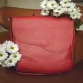 """Drogie Słoniofanki wszystkiego najlepszego z okazji Dnia Dziecka! 🌸 Życzymy Wam dużo radości każdego dnia! W końcu w każdym z nas drzemie dziecko! Z tej okazji mamy dla Was -20% rabatu na skórzane torebki i plecaki ➡ www.slontorbalski.pl LINK W BIO   Na zdjęciu widzice plecak o imieniu Kora z kolekcji """"CRACOW BAG"""", czyli minimalistyczne i najwyższej jakości skórzane torebki i plecaki. Na stronie znajdziecie również inne warianty kolorystyczne.   p.s. post jest interaktywny - po kliknięciu możecie ekspresowo przejść do sklepu online  #plecak #plecakskórzany #skorzanyplecak #plecakvintage #czerwonyplecak #slontorbalski #polskamarka #szyjemuwpolsce #kochamkwiaty #stokrotki #galanteria #modnyplecak #moda #stylinspo #modnapolka #duzyplecak #rzemioslo #wspierampolskiemarki #czerwony #leatherbag #handmade #kwiatysapiekne"""