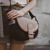 Tak będę prezentować się na Twoim ramieniu 😊 Jestem na promocji -20% razem z innymi torebkami i plecakami skórzanymi 😊   Uwaga: wybrane modele skórzanych torebek są juz na letniej wyprzedaży i móżecie je kupić z rabatem AŻ -30%!  Koniecznie odwiedźcie nas przez weekend www.slontorbalski.pl link w BIO   #slontorbalski #skorzanatorebka #torebkapolska #szyjemywpolsce #polskatorebka #torebkazeskóry #modnatorebka #modnapolska #trendy2021 #leatherbag #handmade #szyjemywposlce #wspierampolskiemarki #ulubionatorebka #listonoszka #listonoszkaskórzana #torebkanaramie #fashioninspo #galanteria #bag