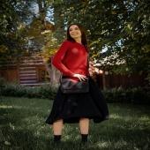 """Cześć, nazywam się Zula. Jestem kolejnym Słonikiem z nowej, jesienne kolekcji """"Cała ja"""" w Słoniu Torbalskim. Razem z pozostałymi torebkami i plecakami skórzanymi jesteśmy na promocji -20% www.slontorbalski.pl LINK W BIO  Moim znakiem charakterystycznym jest patchworkowa klapa, tutaj w wersji czarno-czerwonej. Ten zestaw kolorów nigdy nie wychodzi z mody. Absolutny klasyk - zgodzicie się?  #skorzanatorebka #skórzanatorebka #torebka #torebkadamska #modnatorebka #kobieceinspiracje #torebki #stylowakobieta #lovetorebki #torebkahandmade #torebkaidealna #modnapolka #lovebag #polskamoda #polskienosze #wspierampolskiemarki #polskamarka  #dobrebopolskie #instawtorek #modnapolska #mlodamama #inspiracjamoda #stylizacjanajesień #stylizacjanadziś #czerwonatorebka #czarnatorebka #pieknakobieta #jesien2021 #jesiennyklimat #jesiennylook   Modelka: @eleonora301995  Foto: @annatylek.photo  Mua: @makeup_adrianna"""