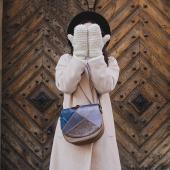 """Drogie Słoniofanki witajcie w poniedziałek! Zapowiada się PIĘKNY, WIOSENNY tydzień! W Słoniu również czujemy """"Powiew Wiosny""""... niedługo pokażemy Wam sporo niespodzianek!   Na zdjeciu Mała Zu jeszcze w zimowej stylizacji ❤️  #skorzanatorebka #torebkazeskory #torba #torebka #modnatorebka #leatherbag  #oryginalnatorebka #modnatorebka #torebkaskórzana  #oodt  #uszytewpolsce  #slontorbalski #polskamarka  #handmade #madeinpoland #zimowastylizacja #polskadziewczyna #inspiracja #stylizacja #fashion #trendy  #listonoszka #trendy2021 #fashionstyle #fashionlover #krakowskamarka #markamodowa #galanteria #promocja"""