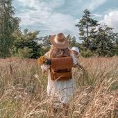 """""""Poszukiwania idealnego plecaka zakończone""""... ⬇️   tak o plecaku Teofila pisze @miss.kolczi a my bardzo sie cieszymy i szczerze polecamy ten model plecaka ❤ Jest chwalony przez wszystkie Słoniofanki, a do tego kilka sztuk uszylismy w tym kolorze co na zdjeciu - jest przepiekny!   Uwaga: wszystkie torebki i plecaki sa teraz na promocji -20%, a wybrane modele nawet -30%! Koniecznie odwiedzcie nasz sklep 😊   #plecak #leatherbag #fotowtorek #summervibes #lato2021 #oodt #kapelusz #zboze #plecakskórzany #skórzanyplecak #vintagebag #beżowyplecak #brazowyplecak #szyjemywposlce #wspierampolskiemarki #recznierobione #recznieszyte #polskamarka #skorzanatorebka #slontrabalski #instawtorek #fashion #fashioninspo #lato #letniastylizacja"""