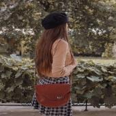 Drogie Słoniofanki TYLKO do końca weekendu trwa promocja BLACK WEEK! Skórzane torebki i plecaki możecie kupić nawet 50% taniej ➡ LINK W BIO www.slontorbalski.pl Sprawdźcie koniecznie: wszystkie Słonie są na promocji!   Na zdjęciu widzicie model Sophie, tak może prezentować się na Waszym ramieniu 😊 Torebka została uszyta specjalnie w ponadczasowym, pięknym brązowym kolorze, aby pasować do Waszych stylizacji przez cały rok, a zwłaszcza na jesień i zimę.   ⭐ Słoniofanki jeśli kliknięcie na zdjęcie zostaniecie przeniesione od razu na stronę, gdzie czeka Sophie w różnych wersjach kolorystycznych   Na zdjęciu model Sophie w towarzystwie modowej stylizacji autorstwa @kchudzicka_stylist, na ramieniu modelki @surexerun  . . . #blackfriday #skorzanatorebka #torebkazeskóry #slontorbalski #torebkanajesień #listonoszka #fashion  #polskamarka #handmade #bag  #jesieniara #trendy #modnapolka #slontorbalski #polskadziewczyna #moda #style #stylizacja #promocja #listonoszkaskórzana #madeinpoland #madeinkrakow #polskiprodukt #modnapolka #autumnvibes🍁 #jesienneklimaty #jesiennestylizacje #torbadamska #brownbag #brazowatorebkazamszowa