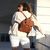Cześć, nazywam się Esterka 🙂 Prawda, że mam piękny kolor?  Razem z innymi torebkami i plecakami skórzanymi jesteśmy na promocji -20%, a wybrane modele możecie kupić z rabatem AŻ -30% LINK W BIO   Jestem skórzanym plecakiem uszytym z najwyższej jakości skóry w pięknym kolorze brązowym. Tak prezentuje się na plecach - dziękujemy za zdjęcia @tall_ola 💕   Jestem idealną Towarzyszką dla Słoniofanek ceniących sobie wygodę. Będę pasować zarówno do sukienek jak i bardziej sportowych stylizacji.  Zostały nas ostatnie sztuki!  Pozdrawiam, Esterka  #plecak #leatherbag #summervibes #lato2021 #oodt  #plecakskórzany #skórzanyplecak #vintagebag  #brazowyplecak #szyjemywposlce #wspierampolskiemarki #recznierobione #recznieszyte #polskamarka #skorzanatorebka #slontrabalski #instawtorek #fashion #fashioninspo #lato #letniastylizacja #backpack #over30 #kobietapotrzydziestce #handmadebag #blogerkamodowa