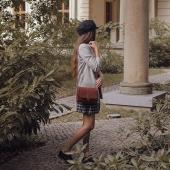 Drogie Słoniofanki BLACK WEEK wystartował w Słoniu Torbalskim! Skórzane torebki i plecaki możecie kupić nawet 50% taniej ➡ LINK W BIO www.slontorbalski.pl  TAKA promocja to okazja niemal raz na rok! W ten sposób chcielibyśmy Wam bardzo podziękować za wszystkie zamówienia, pozytywne opinie, zdjęcia Słoni jako Waszych Towarzyszy i wszystkie oznaki ❤️ jakie od Was dostajemy! Dziękujemy i mamy nadzieję, że Wasze stadka Słoni zwiększą się dzięki promocji 🙂 Pozdrawiam,  Słoń  ⭐ Słoniofanki jeśli kliknięcie na zdjęcie zostaniecie przeniesione od razu na stronę, gdzie czeka Nawojka w różnych wersjach kolorystycznych   Na zdjęciu model skórzanej listonoszki, Nawojki,  w towarzystwie modowej stylizacji autorstwa @kchudzicka_stylist  Na ramieniu modelki @surexerun  . . . #blackfriday #skorzanatorebka #torebkazeskóry #slontorbalski #torebkanajesień #listonoszka #fashion  #polskamarka #handmade #bag  #jesieniara #trendy #modnapolka #slontorbalski #polskadziewczyna #moda #style #stylizacja #promocja #listonoszkaskórzana #madeinpoland #madeinkrakow #polskiprodukt #modnapolka #autumnvibes🍁 #jesienneklimaty #jesiennestylizacje #torbadamska #brownbag #brazowatorebka